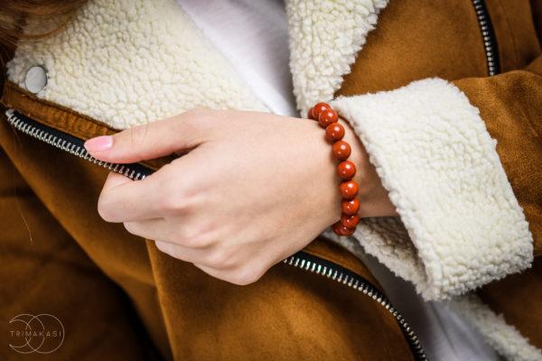 Cervený jaspis náramek na ruku