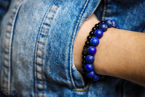 Lapis lazuli náramek na ruku