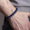 Lapis lazuli náramek na ruce